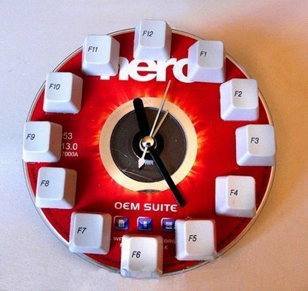 Как сделать часы из диска своими руками