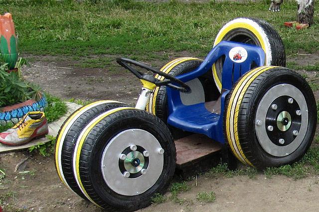 Машина своими руками из подручных материалов для детей