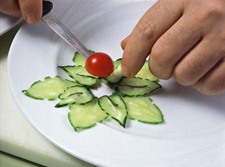 Украшение и оформление блюд. Украшения из огурца своими руками