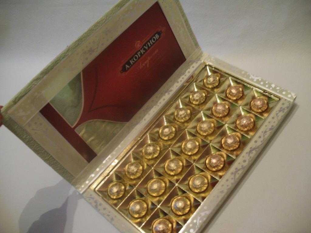 Что можно сделать из коробки конфет своими руками 22