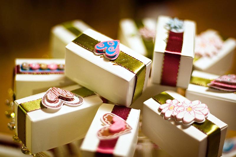 Что подарить молодоженам на новый год