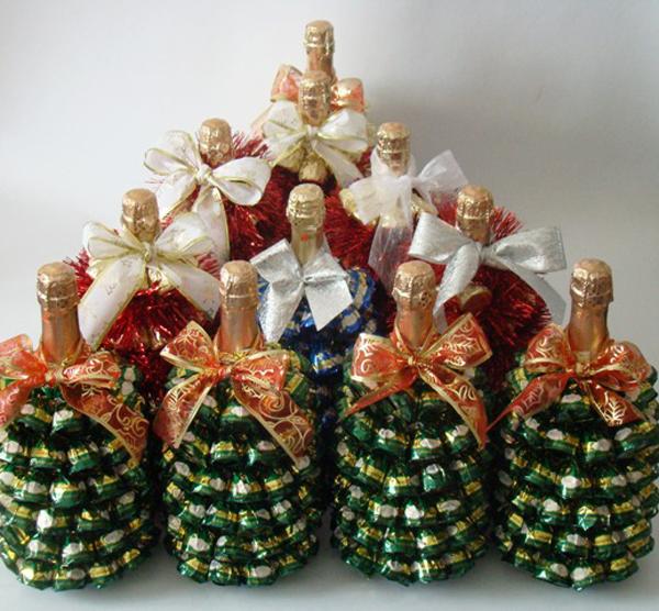 Новогодняя елка из бутылки шампанского своими руками