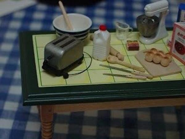 Бытовая техника для куклы. Как сделать кукольный пылесос, тостер, микроволновую печь, фотоаппарат и миксер своими руками?