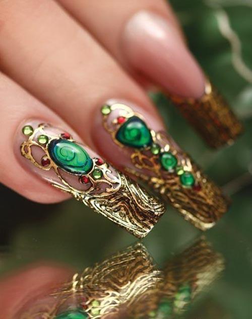 Ногти с камнями из золота