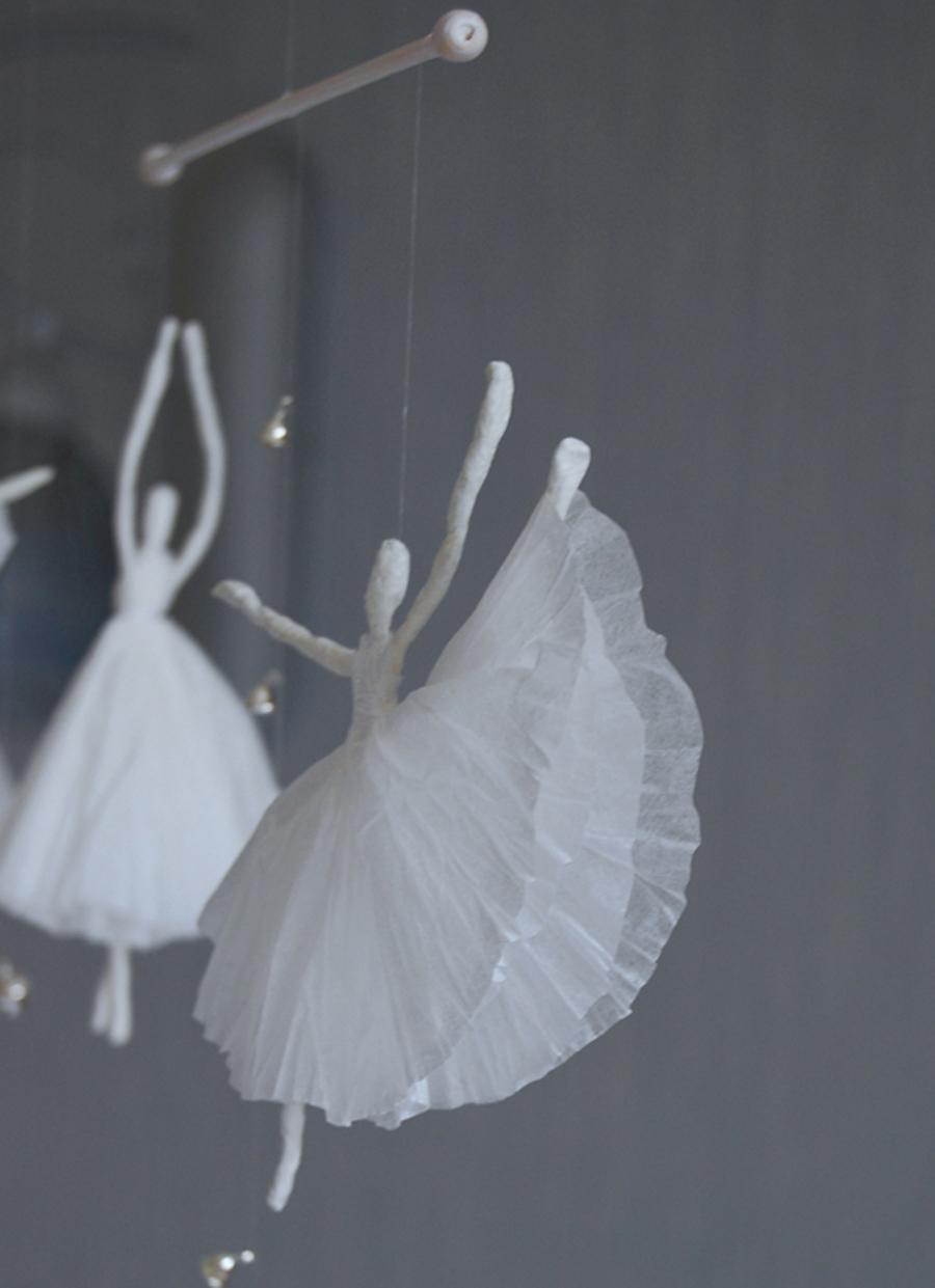 Балерина из бумаги и проволоки