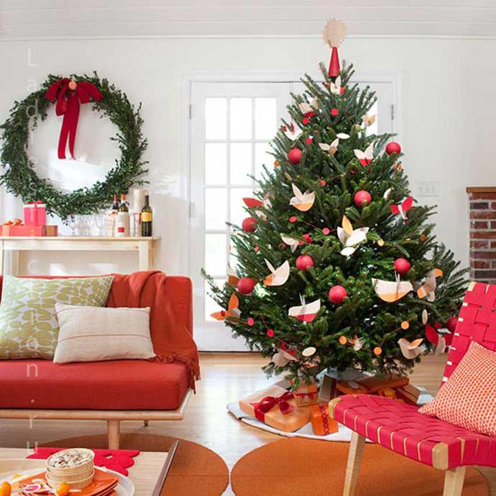 Искусственные новогодние елки и их преимущества