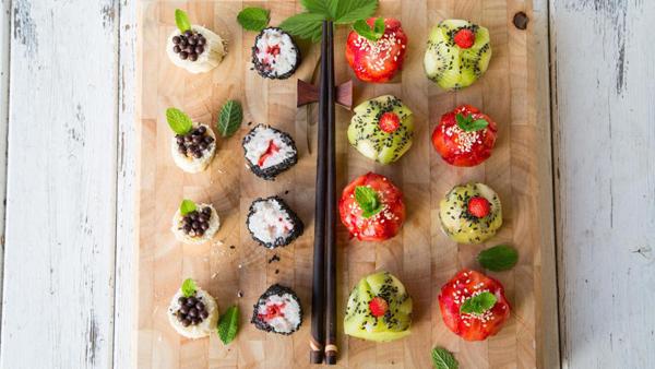 Вкусный десерт: фруктовые суши рецепт