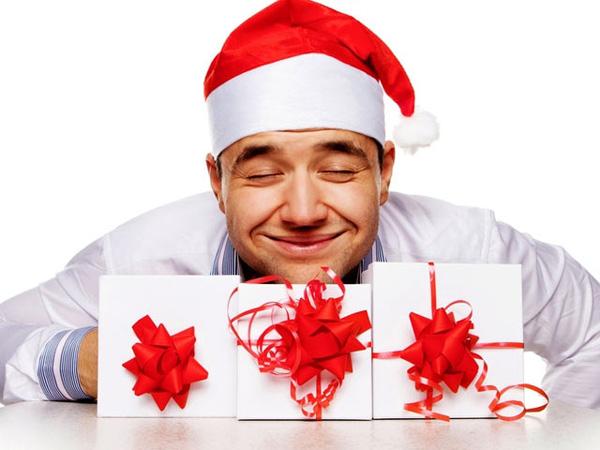 Новогодние подарки: Что подарить парню на Новый год?