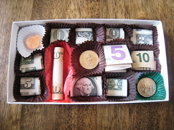 Подарю деньги на Новый год. Как оригинально подарить деньги?