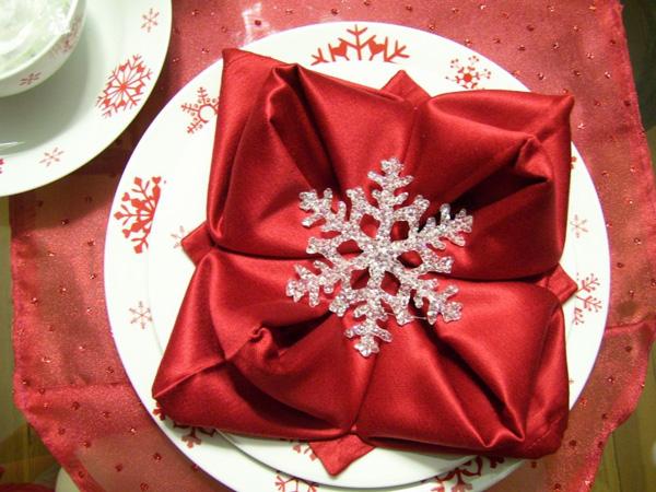 Как сложить салфетки для новогоднего стола? Новогодние салфетки: елочка, снежинка, башмачок Санта Клауса