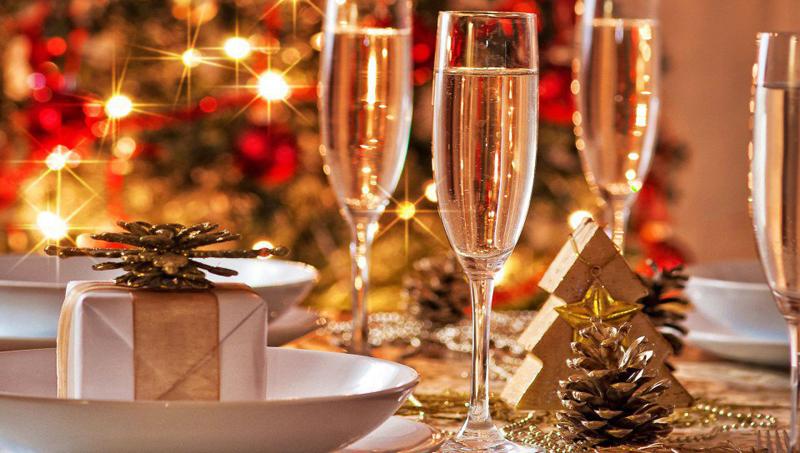Украшение стола и стула новый год