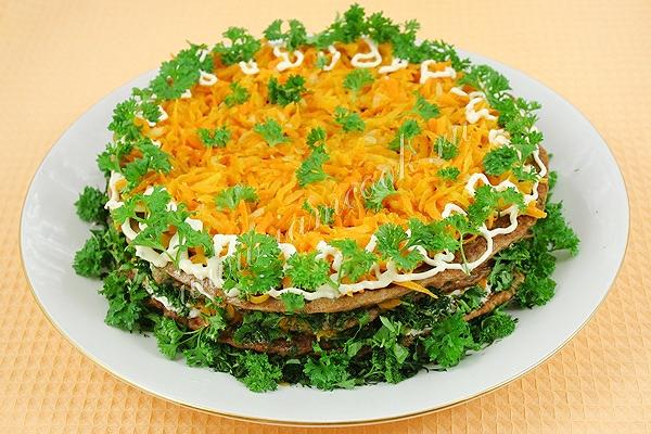 как украсить печеночный торт