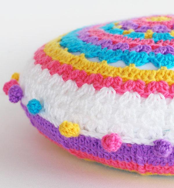 Декоративные подушки своими руками: диванные подушки вязаные