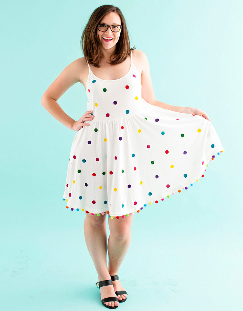 Как украсить летнее платье своими руками?