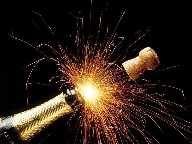 Этикетки на бутылки: новогоднее шампанское 2017, вино новогоднее, водка новогодняя