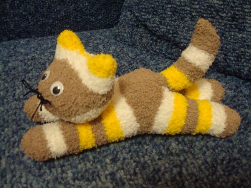 Как сделать милого котенка из носков / Устойчивые изделия