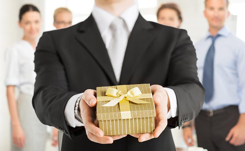 Бухгалтерский учет подарков и