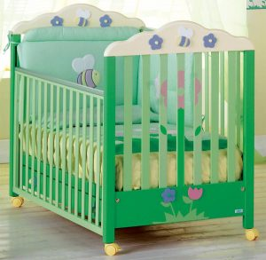 Детская кроватка. Из какого материала выбрать детскую кроватку?