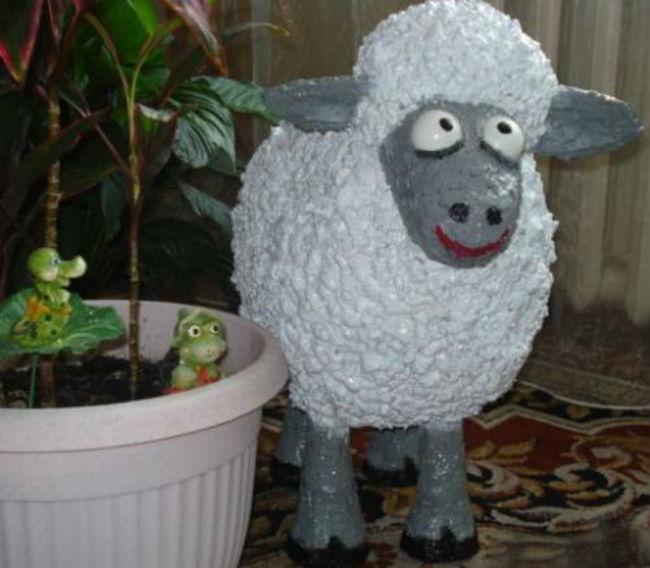 Овечка из монтажной пены. Как сделать овечку из монтажной пены?
