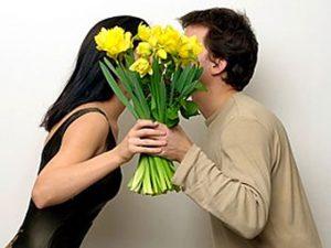 Какие цветы подарить девушке? Какой цвет букета выбрать?