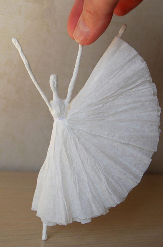 Как сделать из салфетки балерину 957