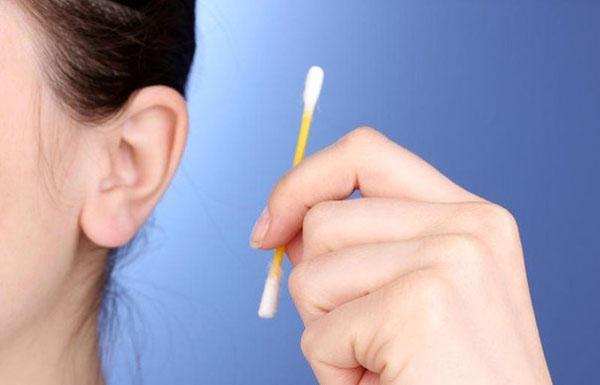 Серная пробка: причины появления, симптомы и лечение