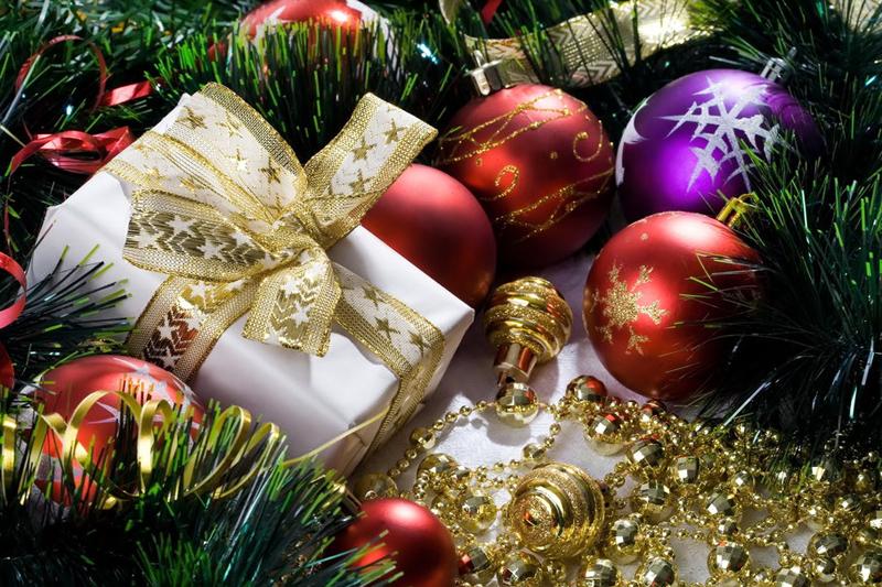 Корпоративные новогодние подарки. Что подарить сотрудникам на Новый год?
