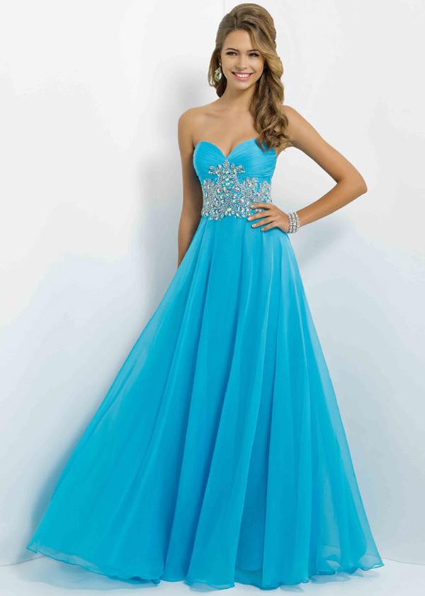 06551a00bf9 Яркий и смелый цвет выпускного платья способен привлекать и завладевать  вниманием окружающих. Ярко-красные