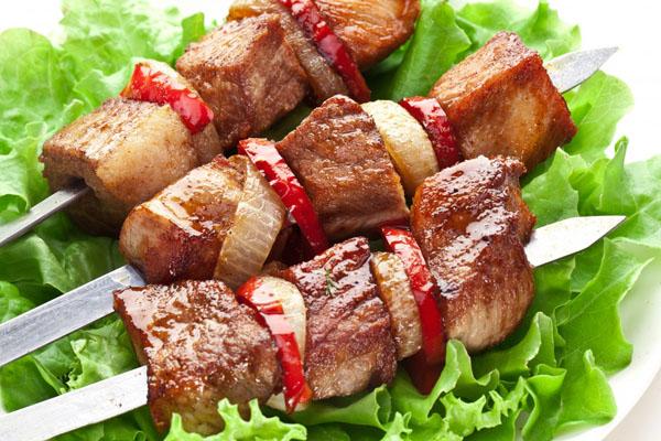 Маринад для шашлыка: как замариновать шашлык, чтобы мясо было сочным и мягким?