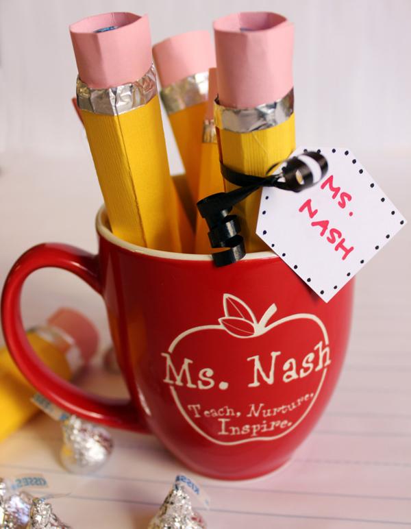 Что подарить учителю? Журнал из конфет своими руками