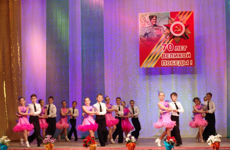 Празднование 70-летия Великой Победы 9 мая 2015 года в Минске: концертная программа танцевального клуба «Мара» в ДК Тракторного завода