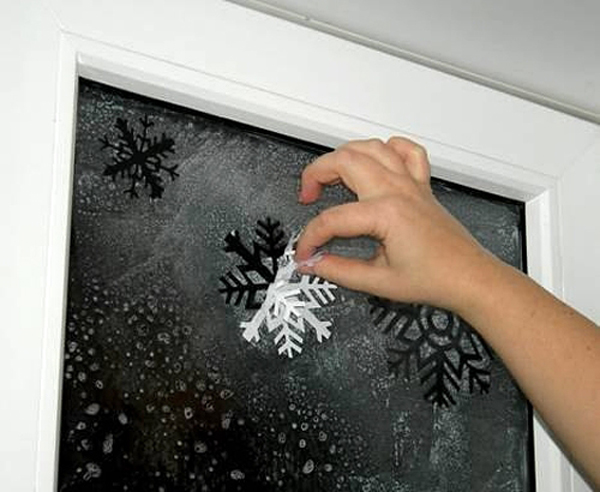 Трафареты на окна к Новому году 2016. Как украсить окно новогодними трафаретами?