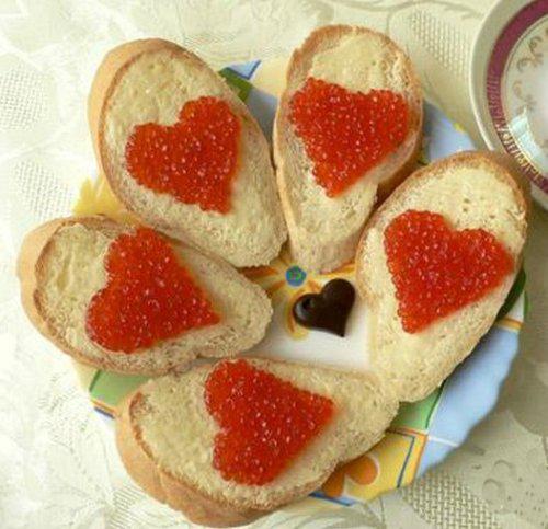 Бутерброды с красной икрой. Как подать красную икру на стол?