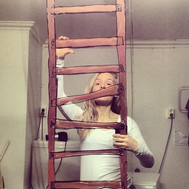 Селфи: необычные фотографии норвежской художницы Хелен Мелдаль