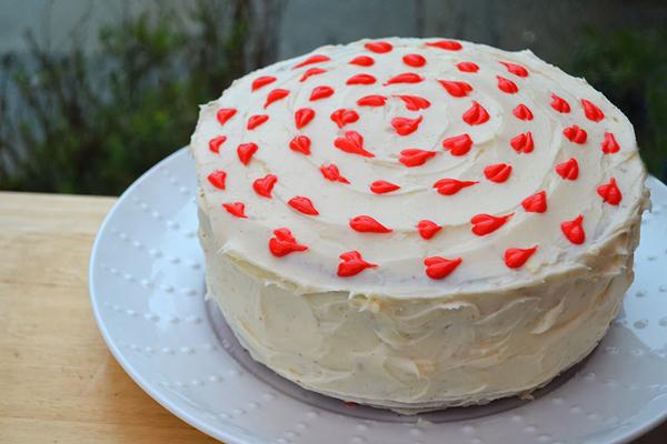 Торт на День Святого Валентина. Как украсить торт на День всех влюбленных?