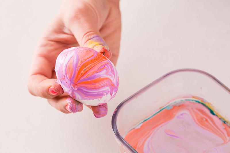 Пасхальные яйца. Как покрасить яйца лаком для ногтей?