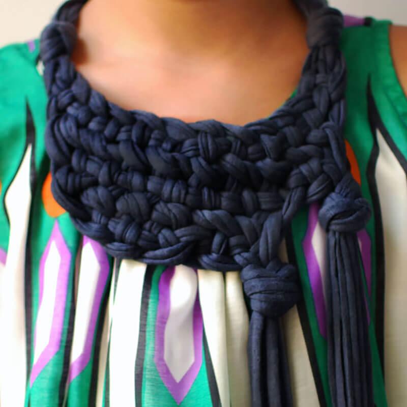 Как из футболки сделать шарф своими руками?