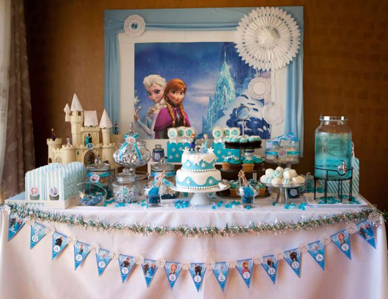 Как украсить стол на День Рождения: оформление и украшение стола, фото