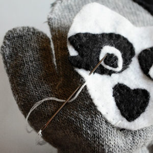 Как украсить варежки и перчатки для детей своими руками
