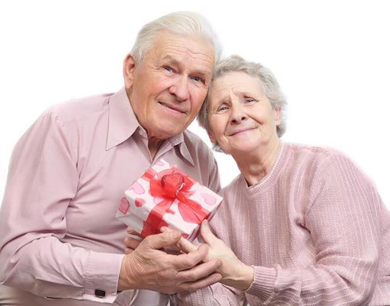 человеку руками внук своими пожилому