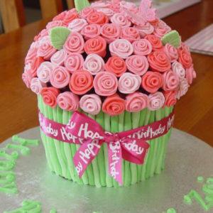 Торт с цветами. Торт украшенный цветами своими руками