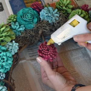 Поделки из шишек своими руками. Что можно сделать из шишек для интерьера?