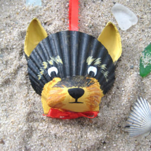 Елочная игрушка Собака своими руками из ракушек