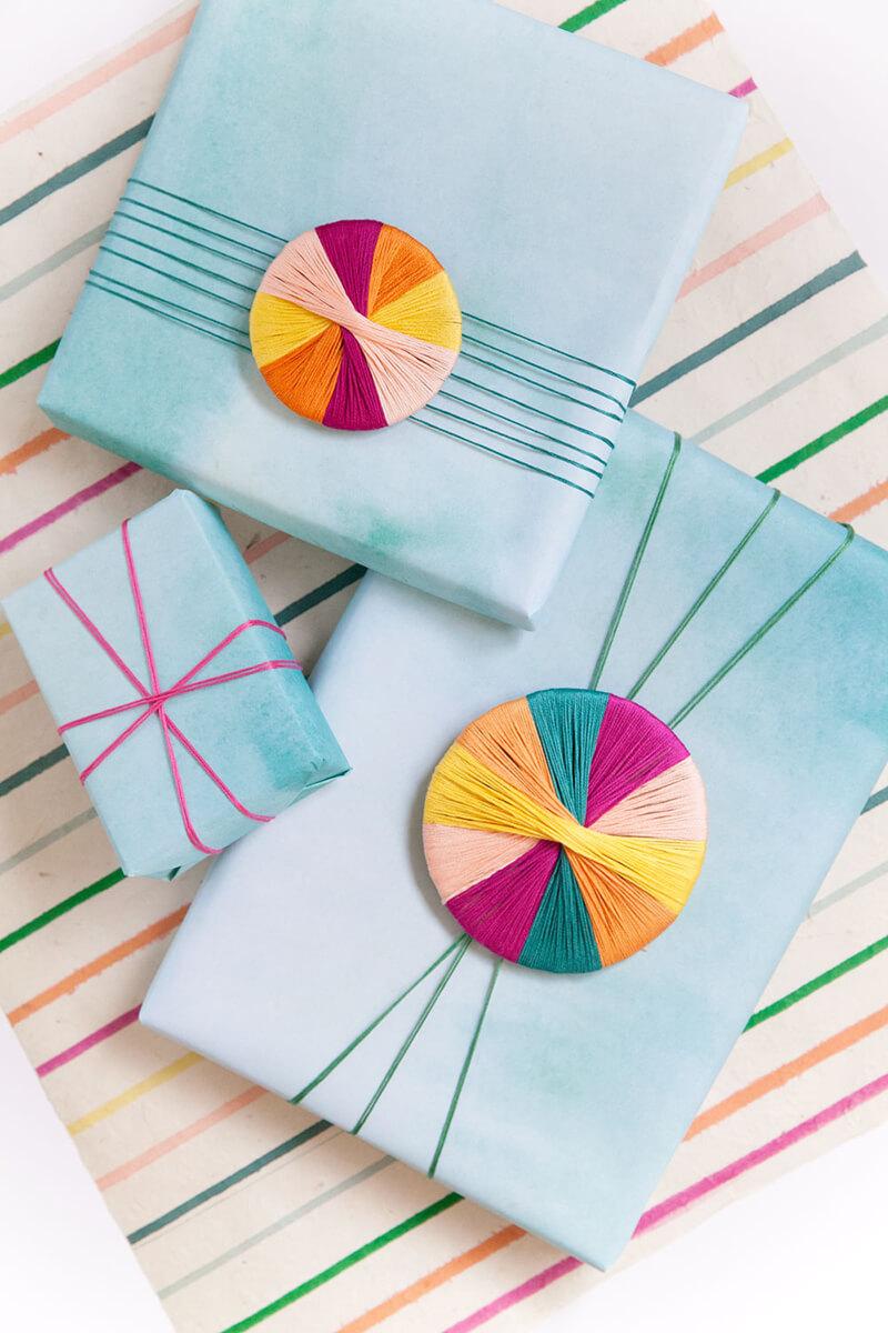 Как украсить подарок? Как украсить подарок своими руками нитками?