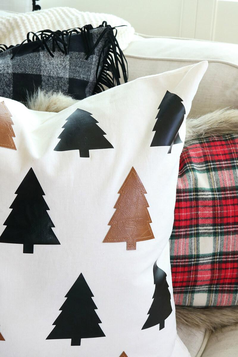 Новогодняя подушка своими руками с елочками