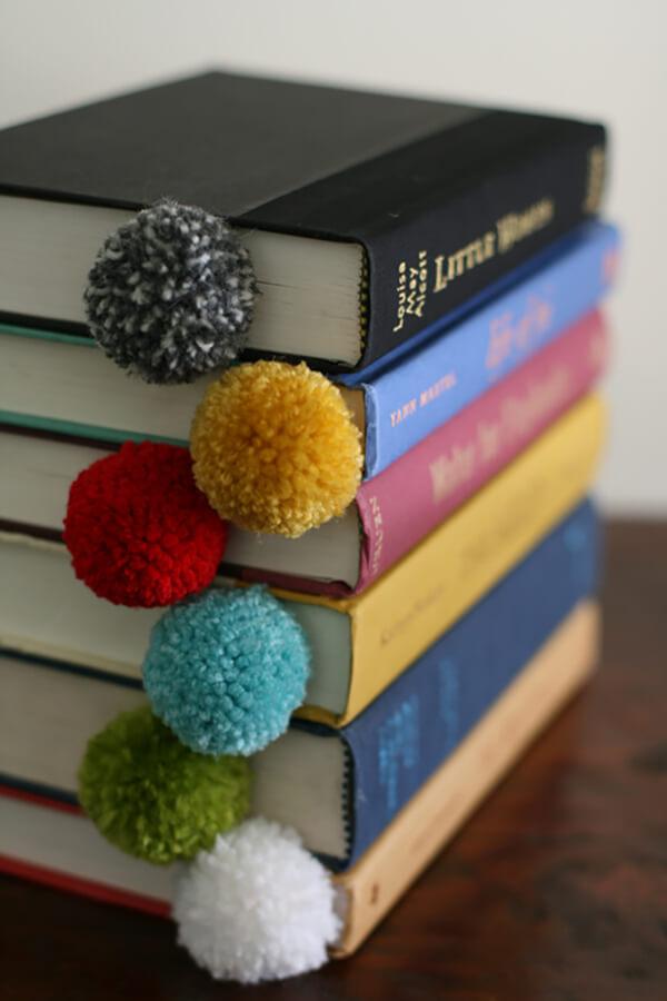 Закладки для книг своими руками из помпонов
