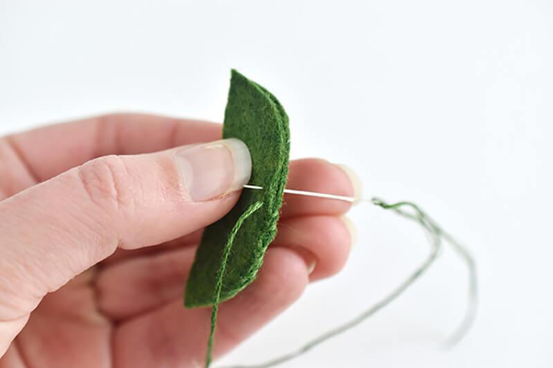 Кулон Зеленый горошек своими руками