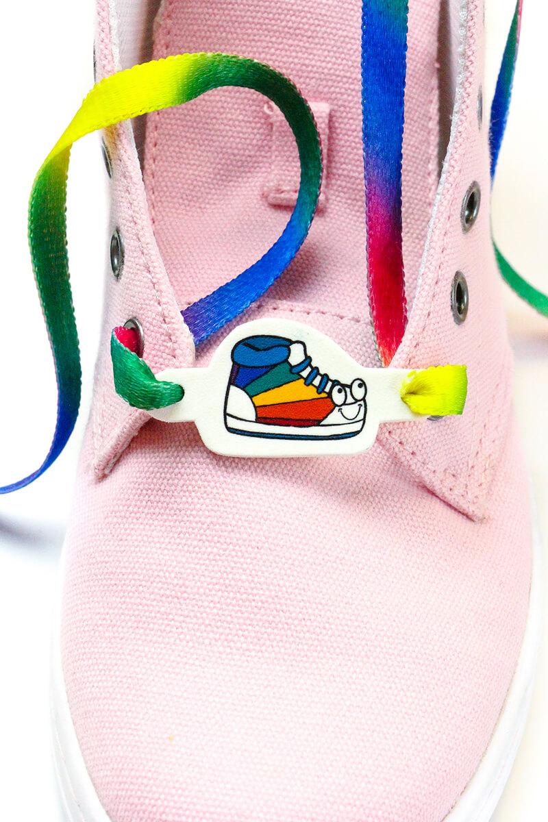 Как украсить кроссовки своими руками к лету?
