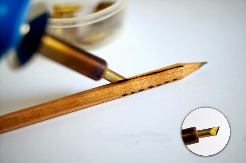 Как украсить карандаш своими руками?