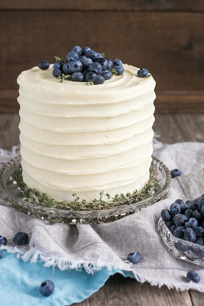 Как украсить торт голубикой своими руками?